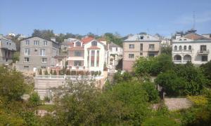 Сдаем помесячно двухэтажный дом в Севастополе, ул. Руднева