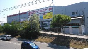 Продается помещение на первом этаже торгового центра по ул. Пожарова.