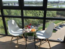 Хит продаж в городе Великий Новгород! Апартаменты «Колмовская, 87» с террасой. К услугам гостей этих апартаментов бесплатный WiFi и балкон.